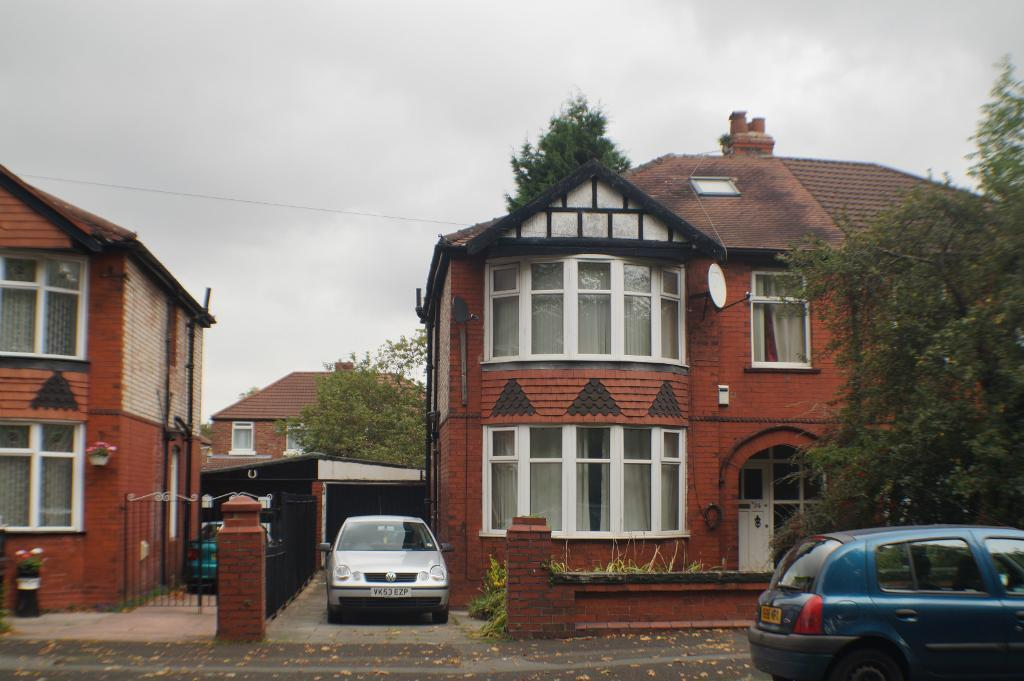 6 bedroom house, close to all amenities, transport, city centre, university, Withington